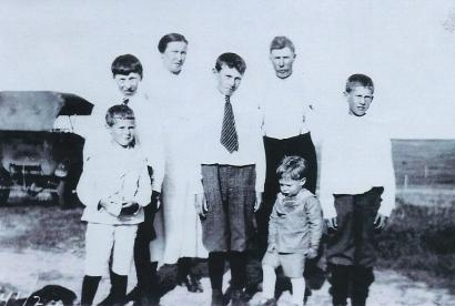 May Bowyer 5 boys 1925